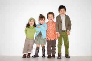 おしゃれなハーフの子供たちの写真素材 [FYI02686057]