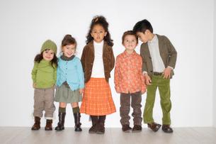 おしゃれなハーフの子供たちの写真素材 [FYI02686130]