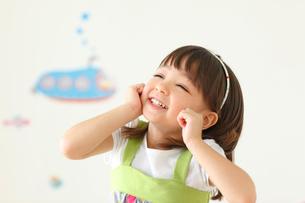 笑顔の女の子の写真素材 [FYI02687097]