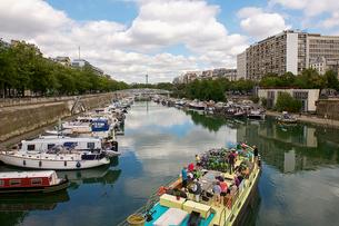 サン・マルタン運河クルーズ パリ フランスの写真素材 [FYI02687798]