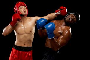 試合をするボクサーの写真素材 [FYI02688210]