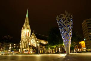 夜のクライストチャーチ大聖堂の写真素材 [FYI02688245]
