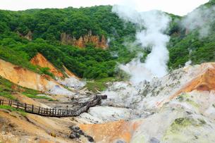 登別温泉の地獄谷の写真素材 [FYI02689289]
