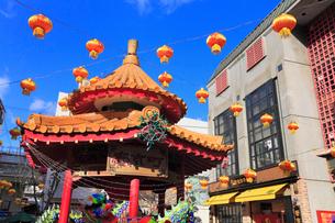 神戸市南京町広場 ランターンフェアの飾りつけの写真素材 [FYI02689342]