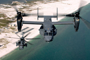 A CV-22 Osprey and an MH-53 Pave Low fly over the coastlineの写真素材 [FYI02689505]