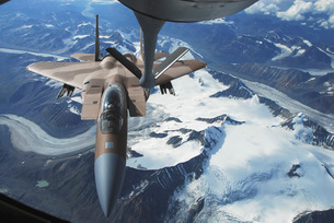 An F-15C Eagle aircraft sits behind a KC-135R Stratostanker.の写真素材 [FYI02689728]