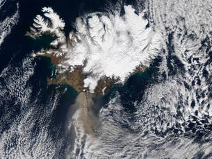 Ash plume from Eyjafjallajokull Volcano, Iceland.の写真素材 [FYI02689744]