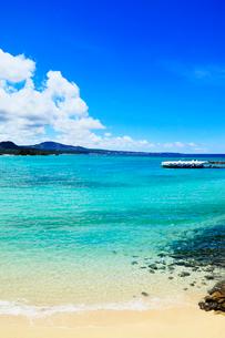 沖縄本島 ブセナビーチの海の写真素材 [FYI02689793]