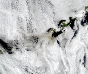 Plume from Okmok Volcano, Aleutian Islandsの写真素材 [FYI02689810]