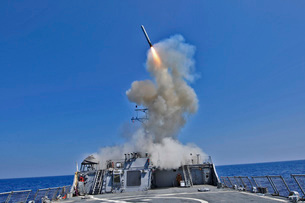 USS Barry launches a Tomahawk cruise missile.の写真素材 [FYI02689850]