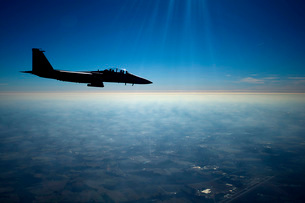 A U.S. Air Force F-15E Strike Eagle in flight over North Carの写真素材 [FYI02689918]