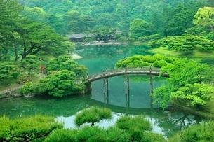 栗林公園の偃月橋と掬月亭の写真素材 [FYI02690146]
