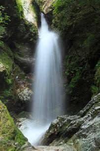 虹の滝(雌滝)の写真素材 [FYI02690198]