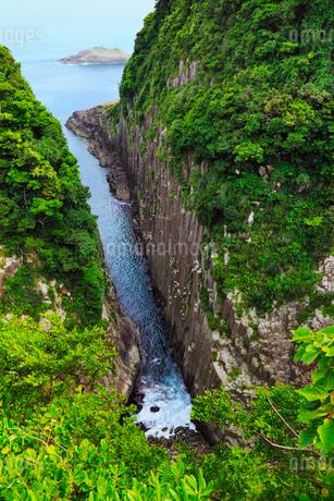日向岬 馬ヶ背の断崖の写真素材 [FYI02690233]