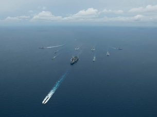 Carrier Strike Group formation of ships in the Bay of Bengalの写真素材 [FYI02690291]