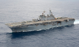 The amphibious assault ship USS Essex transits the Pacific Oの写真素材 [FYI02690314]