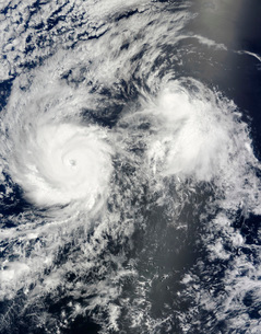 Hurricane Felicia and Tropical Storm Enrique east of Hawaii.の写真素材 [FYI02690395]