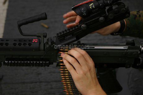 An M-249 Squad Automatic Weapons is loaded with 5.56mm roundの写真素材 [FYI02690462]