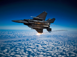 A F-15E Strike Eagle aircraft releases flares.の写真素材 [FYI02690484]