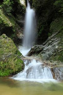 虹の滝(雌滝)の写真素材 [FYI02690564]
