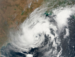 Tropical Storm Bijli draped the east coast of India.の写真素材 [FYI02690614]
