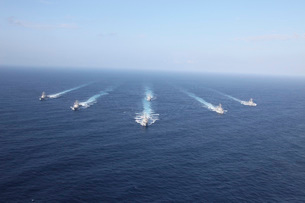 Military ships transit the Philippine Sea in formation.の写真素材 [FYI02690644]