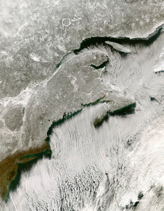 Snow and cloud streets, New England and the Maritimesの写真素材 [FYI02690645]