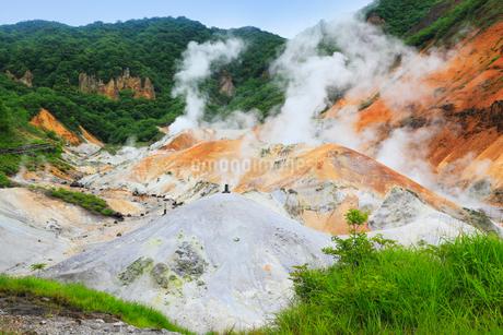 登別温泉の地獄谷の写真素材 [FYI02690692]