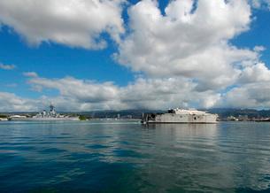 The U.S. Navy's High Speed Vessel Two Swift passes the Battlの写真素材 [FYI02690707]
