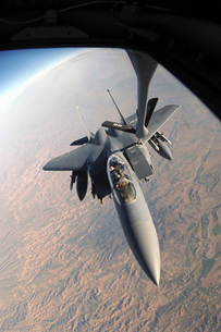 A F-15E Strike Eagle gets refueled by a KC-135T Stratotankerの写真素材 [FYI02690746]