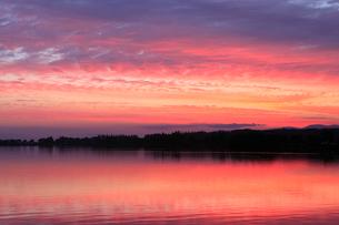 朝焼けの木場潟の写真素材 [FYI02690751]