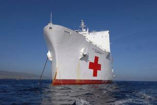 The Military Sealift Command hospital ship USNS Comfort.の写真素材 [FYI02690912]