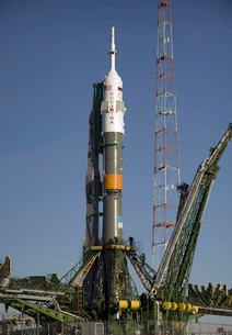 The Soyuz rocket is erected into position at the launch padの写真素材 [FYI02690915]