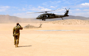 Brigade aviation officer salutes as a UH-60 Black Hawk helicの写真素材 [FYI02690937]