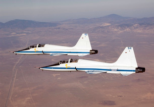 Two T-38A mission support aircraft fly in tight formation.の写真素材 [FYI02690959]