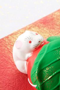 仙台の民芸品堤人形(干支ネズミ)の写真素材 [FYI02691107]