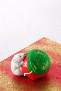 仙台の民芸品堤人形(干支ネズミ)の写真素材 [FYI02691118]