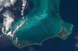 The Bahamas' lengthy narrow Eleuthra Island.の写真素材 [FYI02691119]