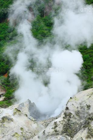 登別温泉の地獄谷の写真素材 [FYI02691236]