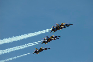 The Blue Angels perform aerial demonstrations during an airの写真素材 [FYI02691300]