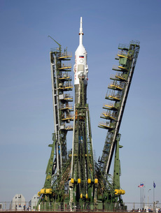 The Soyuz rocket is erected into position at the launch padの写真素材 [FYI02691360]