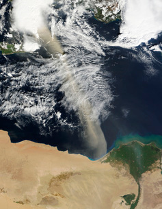 A dust plume stretches across the Mediterranean Sea.の写真素材 [FYI02691375]