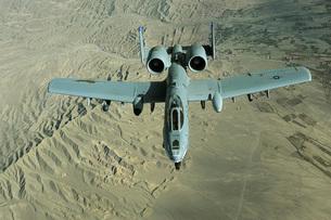 A U.S. Air Force Air Force A-10 Thunderbolt II in-flight oveの写真素材 [FYI02691389]