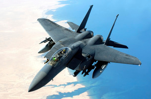 An F-15E Strike Eagle flies over Iraq during a combat missioの写真素材 [FYI02691424]