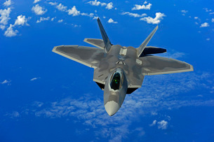 A U.S. Air Force F-22 Raptor in flight near Guam.の写真素材 [FYI02691506]
