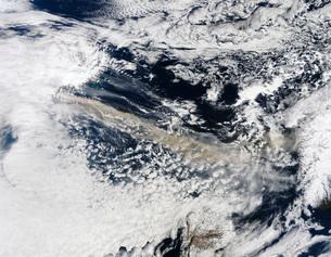 Ash plume from Eyjafjallajokull Volcano over the North Atlanの写真素材 [FYI02691510]