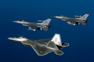 Three F-22A Raptor aircrafts fly in formation.の写真素材 [FYI02691512]