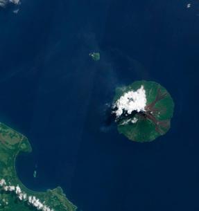 Papua New Guinea's Manam Volcano releases a thin, faint pluの写真素材 [FYI02691549]