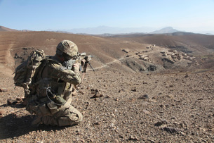 U.S. Army soldier provides security for infantry patrollingの写真素材 [FYI02691555]