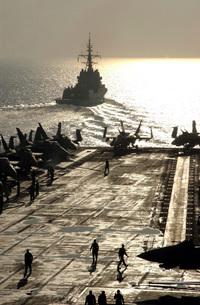 The Spanish Navy frigate Alvaro de Bazan pulls away from airの写真素材 [FYI02691574]